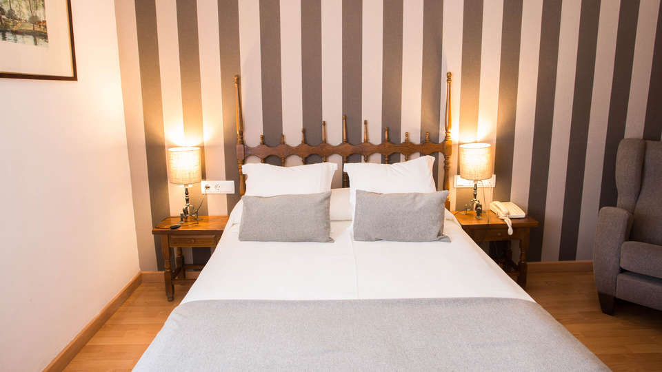 Hotel Segle XX - EDIT_NEW_ROOM4.jpg