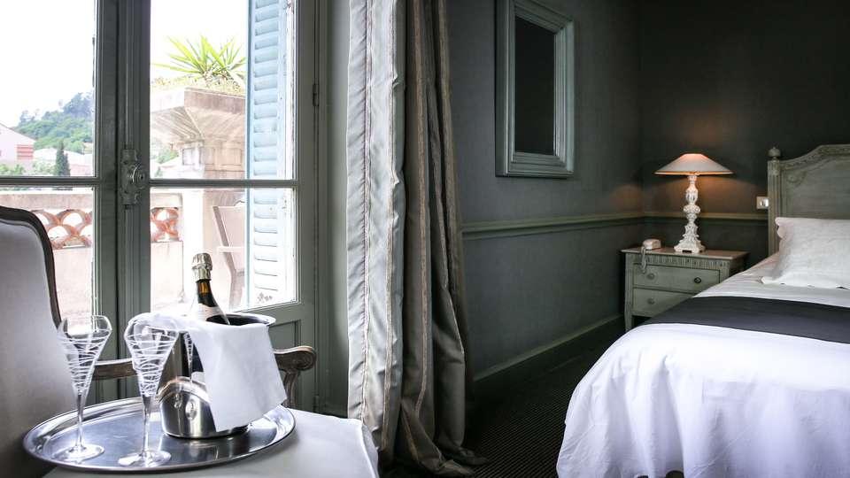 Hôtel Helvie - EDIT_Room.jpg