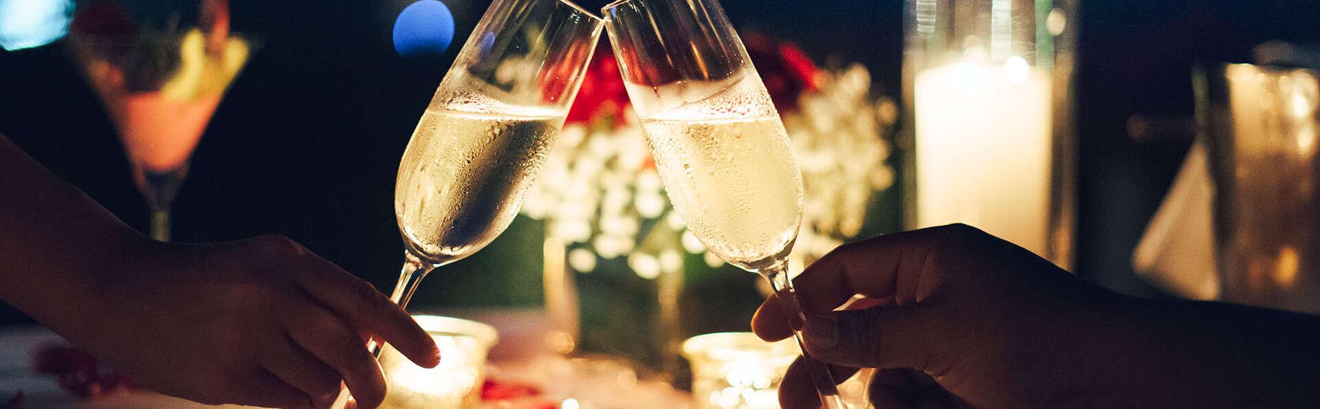 Romantisme et gourmandise avec champagne pour fêter la fin de l'année dans un hôtel de charme