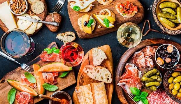 Escapada gastronómica con cena típica extremeña y vino en un exclusivo Loft cerca de Cáceres