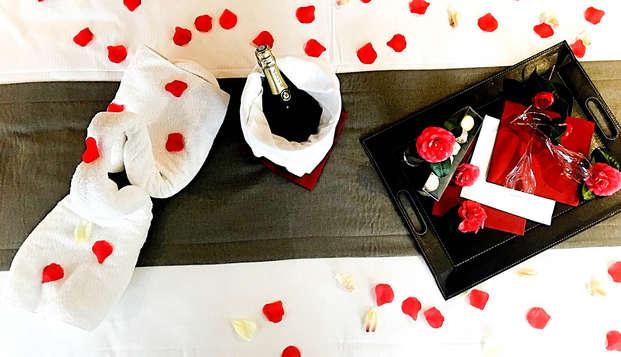 Escapade romantique avec champagne, macaron et pétales de rose à Paimpol