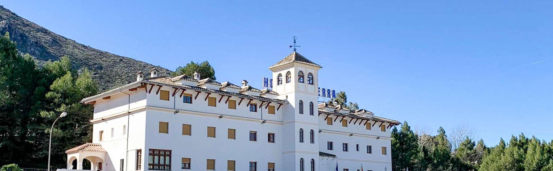 Hotel Restaurante La Sierra - EDIT_N2_FRONT_01.jpg