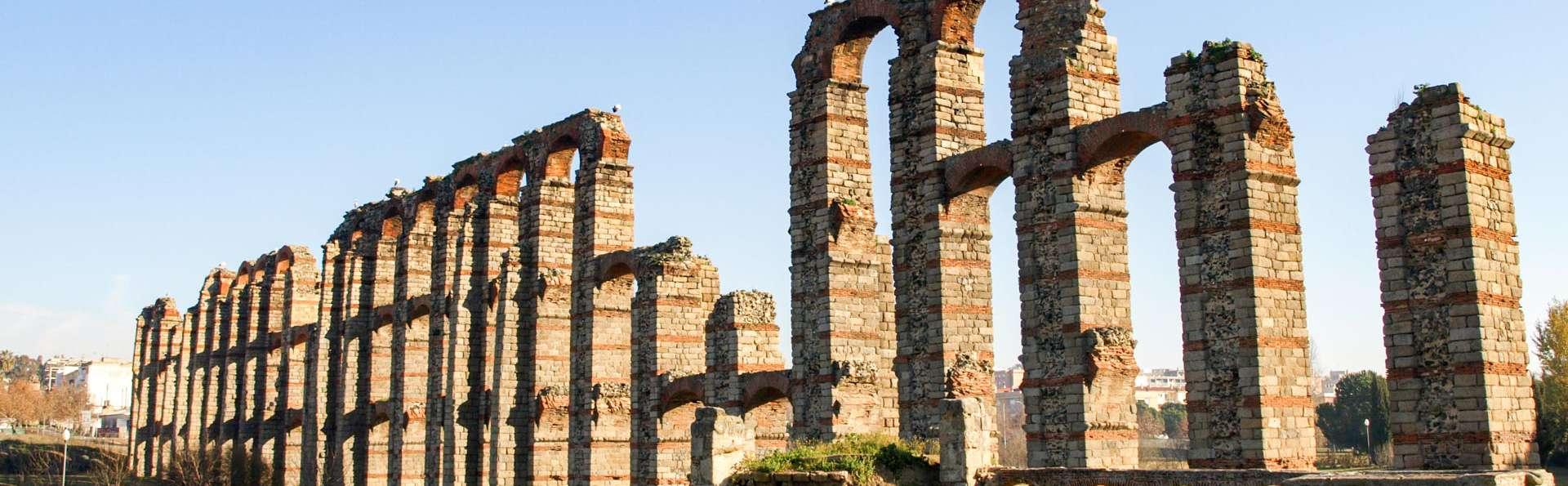 Escapada a dos pasos del Teatro Romano de Mérida con visita guiada por la ciudad