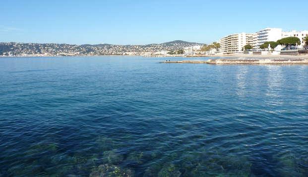 Paréntesis a orillas del mar en Juan-les-Pins en Costa Azul