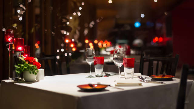 Romanticismo con cena gastronómica y cava en un exclusivo hotel de Almansa (desde 2 noches)