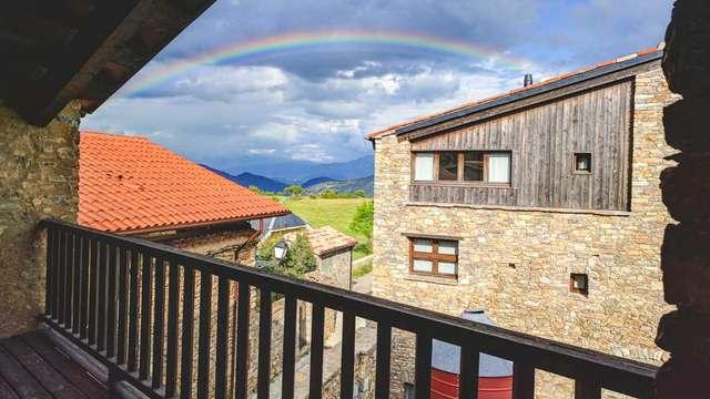 Escapada en el Cadi-Moixeró en habitación con balcón y vistas a la montaña