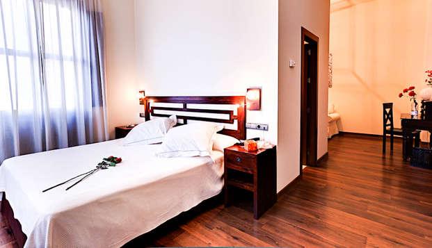 Enamórate a un paso de Granada: escapada con cena y bañera hidromasaje en la habitación