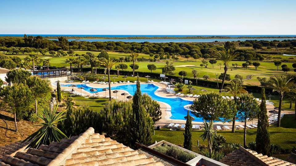 Precise Resort El Rompido - The Club - EDIT_POOL_01.jpg
