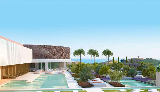 Escapada con vistas al mar en Higuerón hotel Málaga, Curio Collection by HILTON