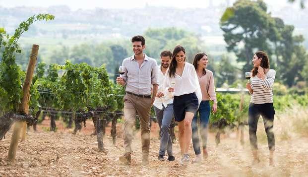 Escapada para dos entre viñedos con visita a Bodegas Familia Torres y maridaje de vinos y quesos