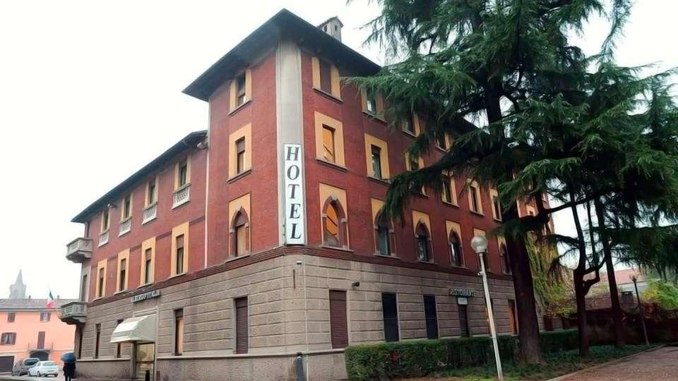 Nuovo Albergo Italia - Edit_Front.jpg