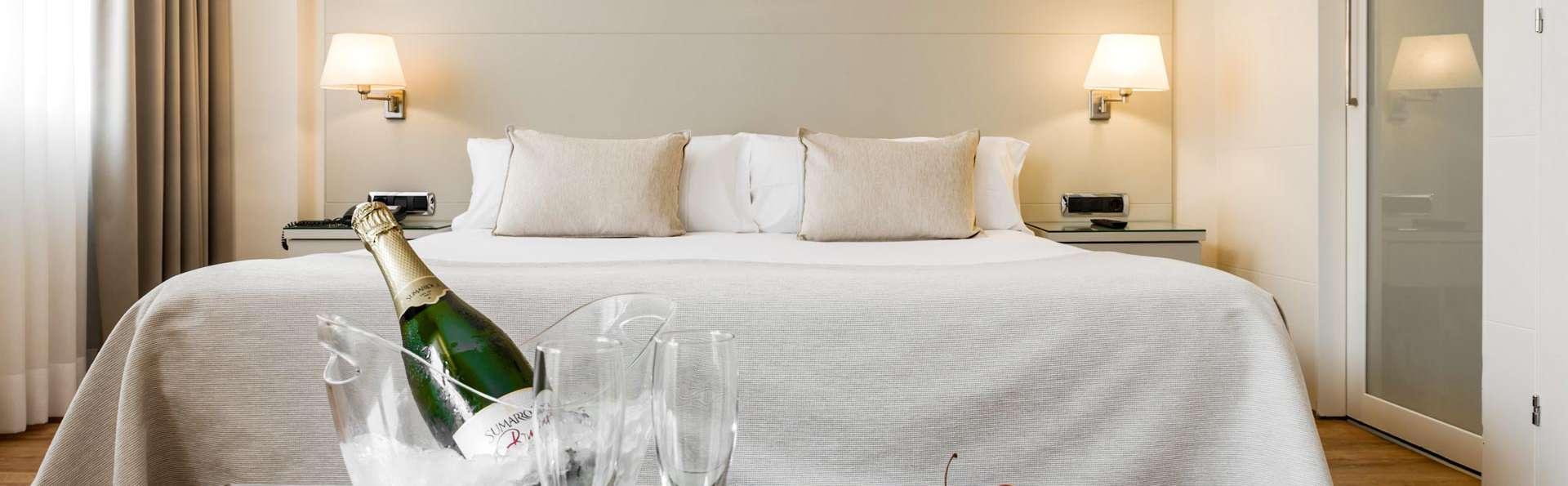 Escapade romantique dans une suite junior avec cava et assortiment de fromages à Barcelone