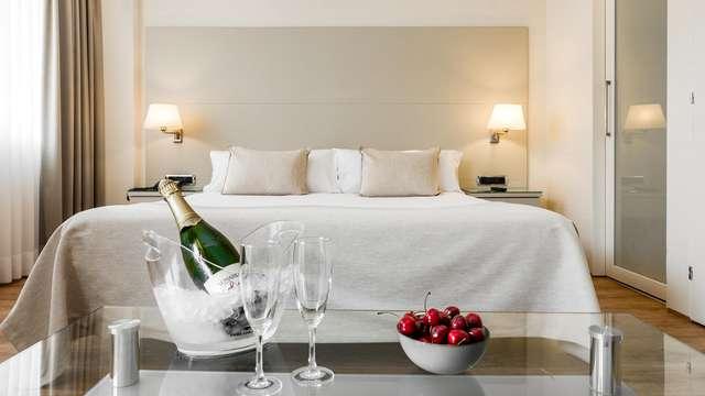 Romantisch uitje in junior suite met champagne en kaasplankje in Barcelona
