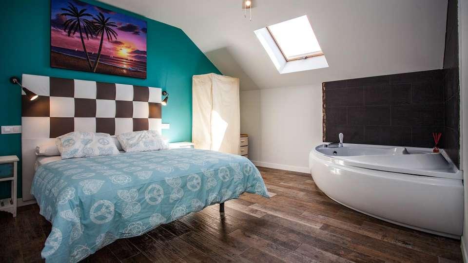 Luxury Suite - EDIT_ROOM_10.jpg