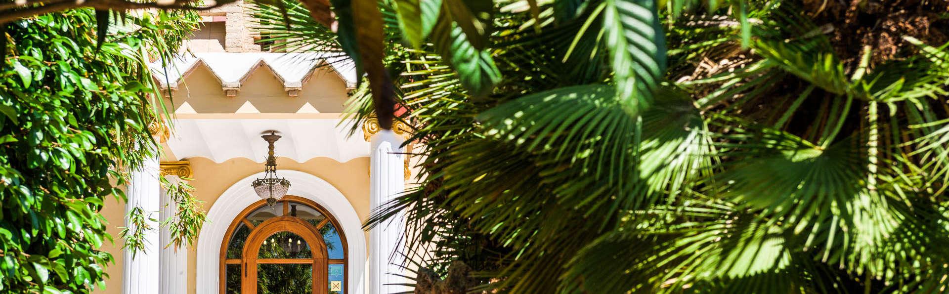 Hotel Villa Retiro - EDIT_FRONT.jpg