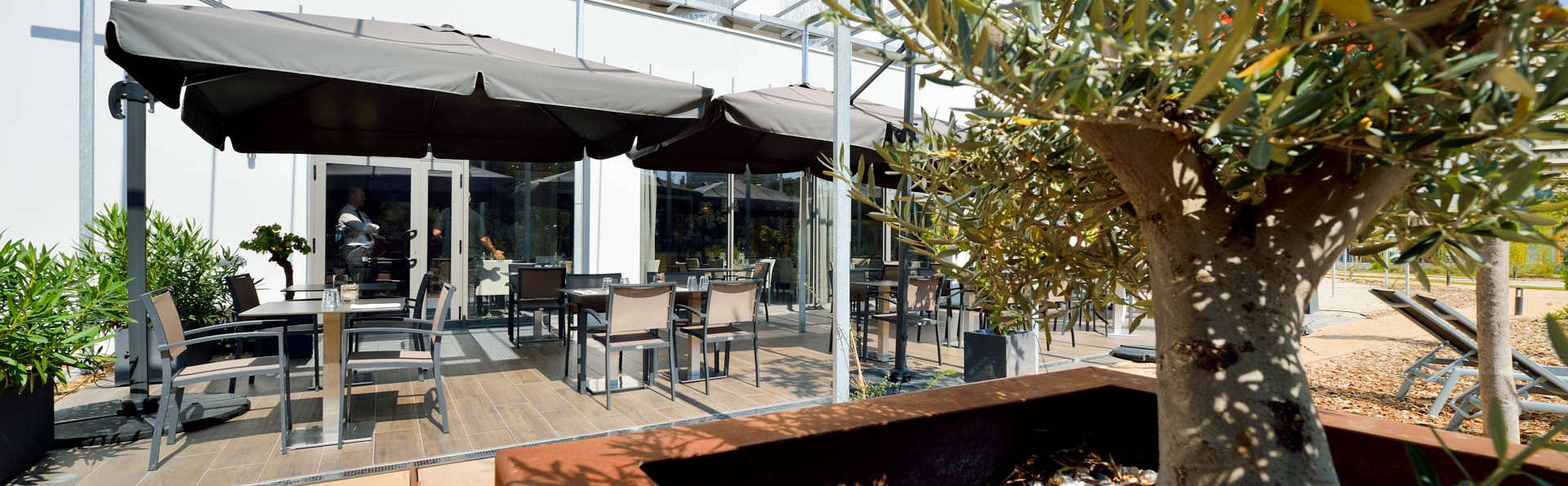 AC By Marriott Marseille Prado Velodrome - EDIT_Garden.jpg