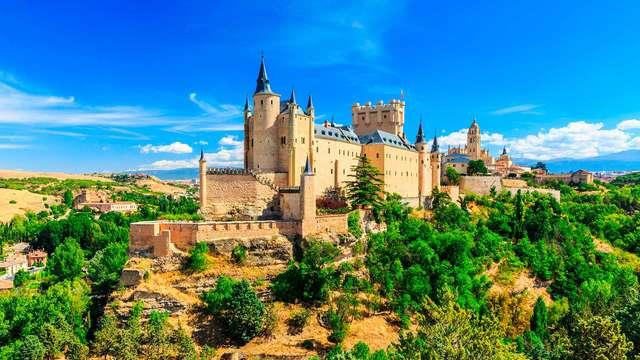 Escápate y vive la magia de Segovia en un Palacete del siglo XV con desayuno incluido