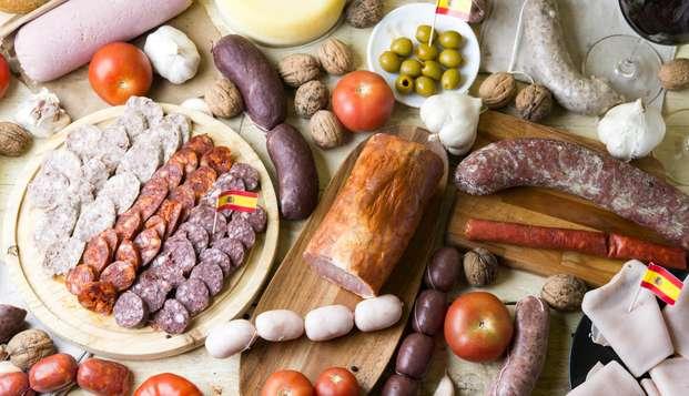 Escapada en el centro de Cáceres con degustación de ibéricos y visita a quesería