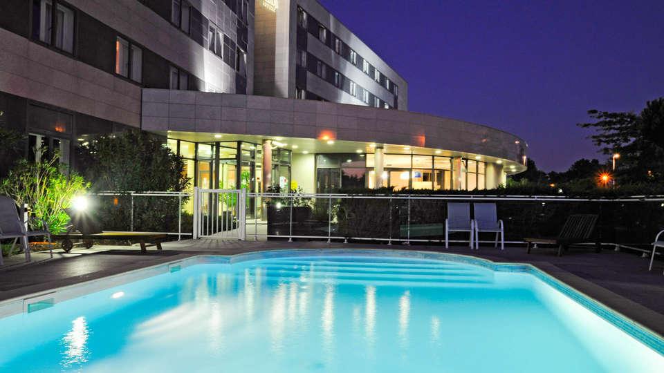 Quality Suites Bordeaux Aéroport & Spa - EDIT_NEW_POOL.jpg