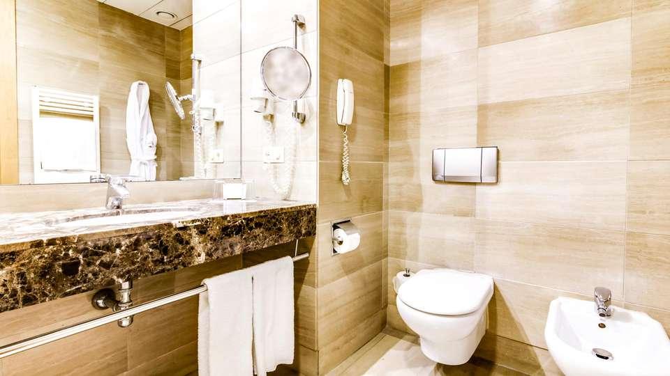 Hotel Sercotel Acteón Valencia - EDIT_BATHROOM_01.jpg