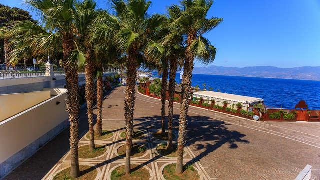7 notti in mezza pensione e con accesso alla spiaggia sulla costa di Bovalino Marina