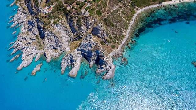 Vacanza di 7 notti sul mare cristallino di Reggio Calabria: prenota e risparmia!