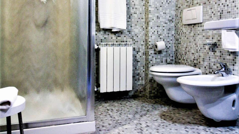 Residence Hotel Torino Uno - EDIT_BATHROOM.jpg