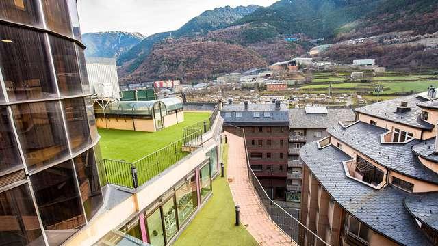 Découvrez Andorre La Vieille depuis le cœur de la ville avec vue.