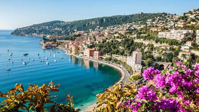 Pausa in riva al mare a Nizza
