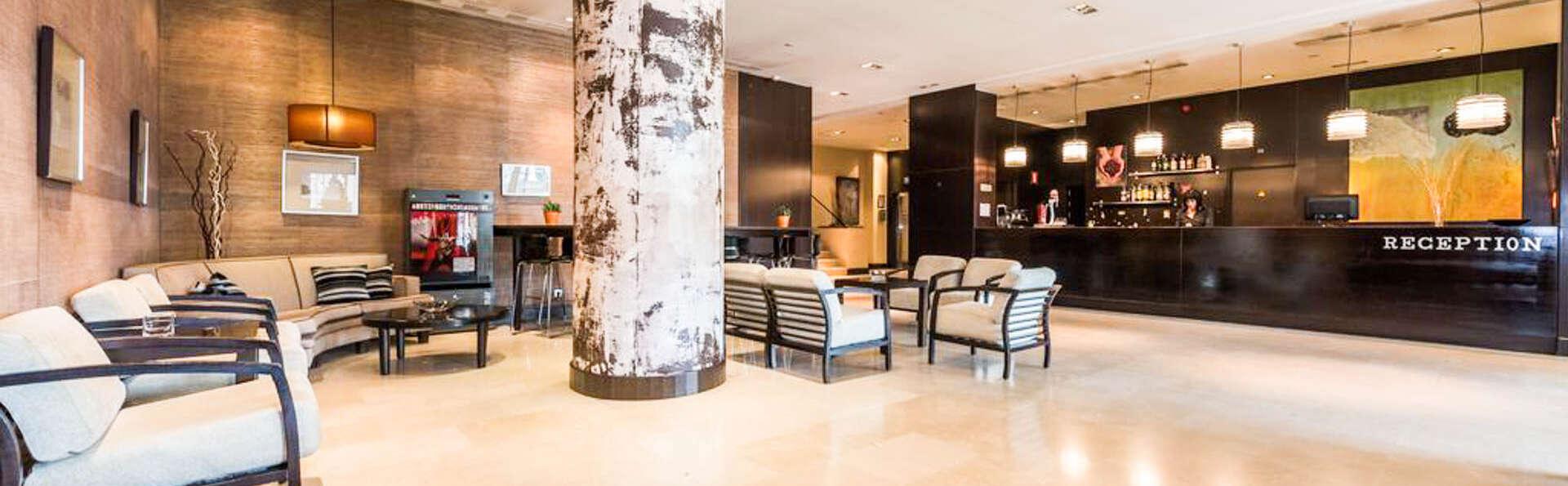 Hotel Mercader - EDIT_RECEPTION.jpg