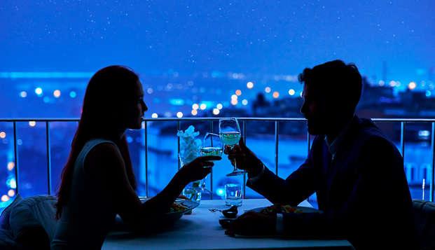Escapada Romántica con Cena en habitación superior y vistas al mar