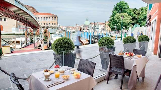 Fuga romantica nel centro storico di Venezia