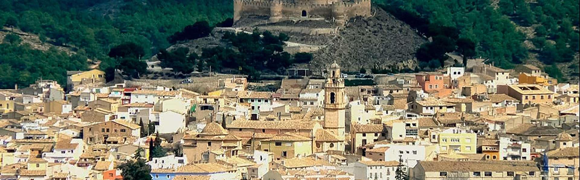 Escapada con cena y visita al Castillo de Biar (desde 2 noches)