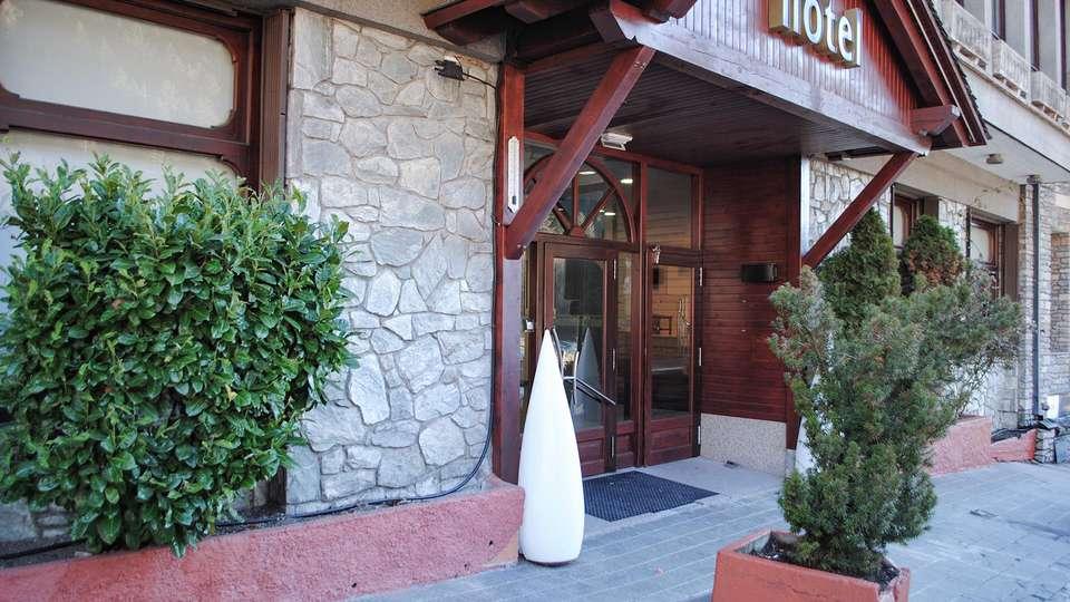 Hotel Solana Arinsal - EDIT_FRONT_04.jpg