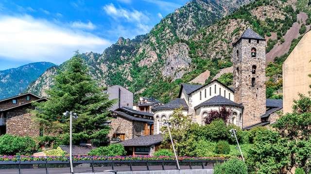 Descubre la naturaleza intacta de Andorra La Vella en hotel 4*