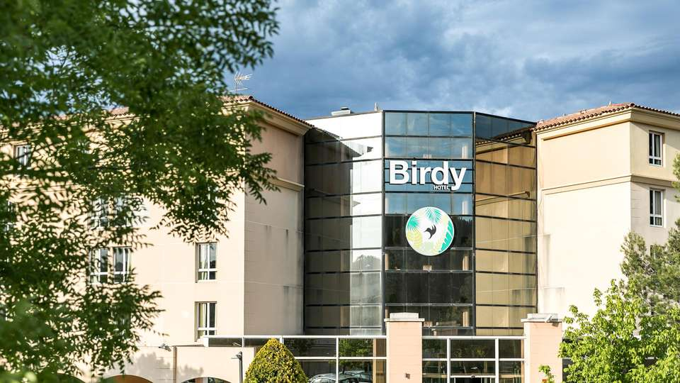 Hotel Birdy by HappyCulture - EDIT_NEW_FRONT_01.jpg