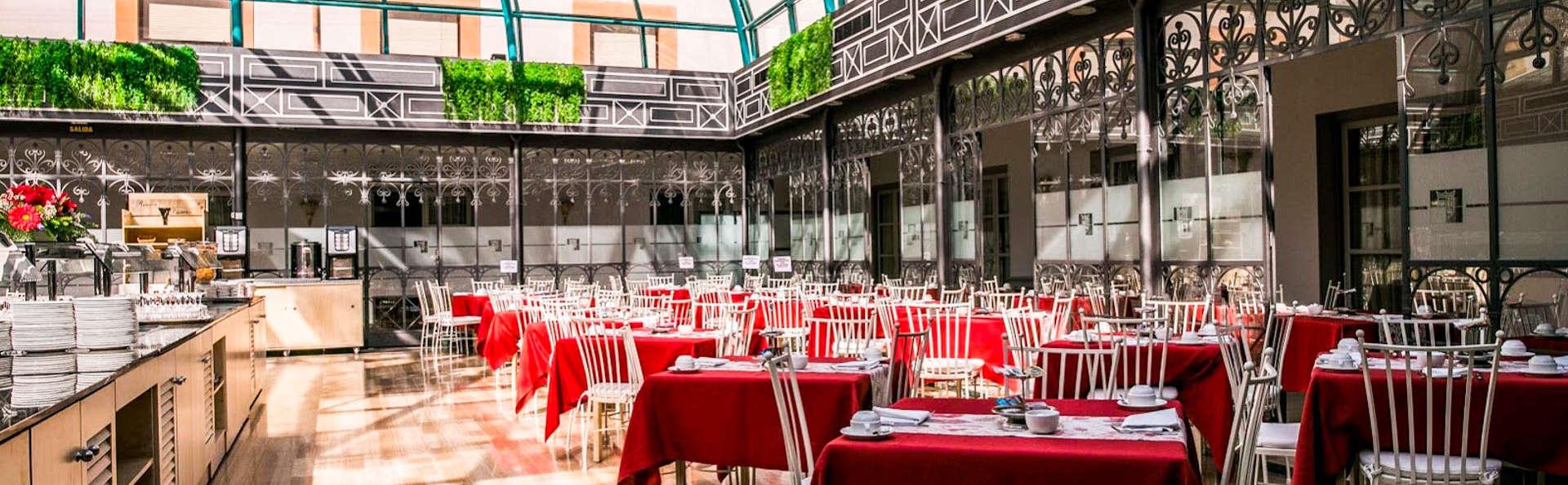 Encanto y Gastronomía en un palacio frente la Catedral de Ávila con Cena y cava