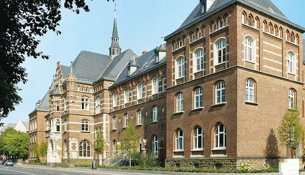 Descubre Bonn mientras te alojas en un hotel neogótico