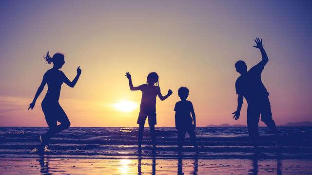 Vive unas vacaciones familiares únicas en media pensión en Roses con 2 niños incluidos