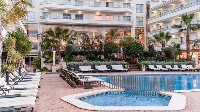 Escapada oferta verano 5x4: Régimen alojamiento desayuno con acceso al spa al lado de la playa