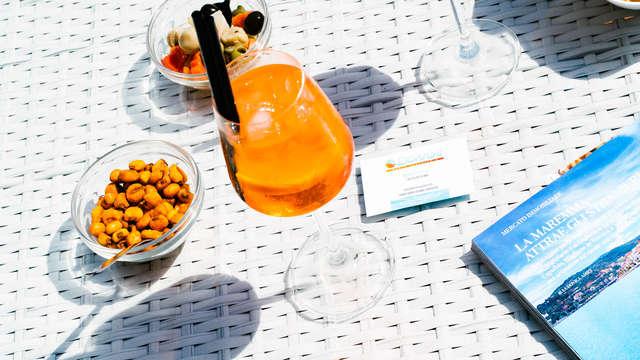 Apéritif sur la terrasse avec vue mer près des plages du Monte Argentario
