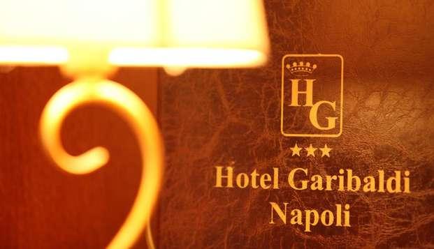 Vivi 3 notti tra i colori e profumi di Napoli