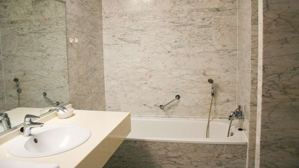 Fletcher Hotel Waalwijk - EDIT_NEW_BATHROOM_01.jpg
