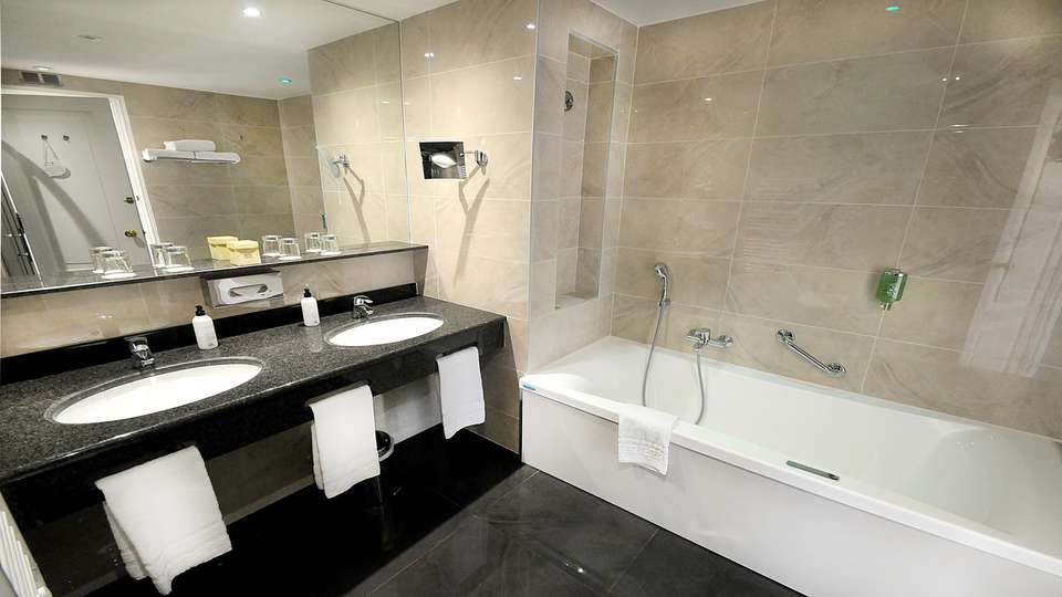 Splendid hôtel & Spa - EDIT_NEW_BATHROOM.jpg