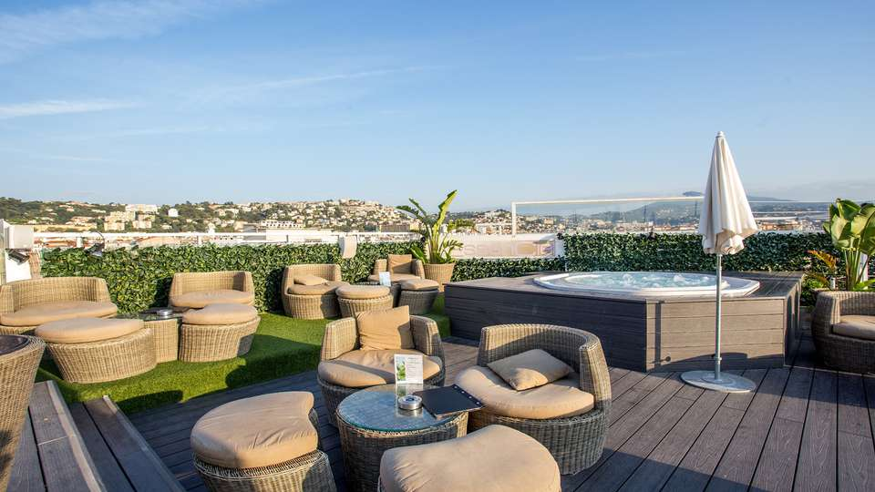Splendid hôtel & Spa - EDIT_NEW_JACUZZI_2.jpg