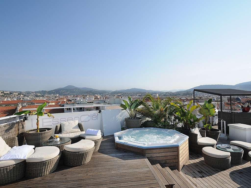 Séjour France - Profitez d'un moment de détente à Nice avec piscine et bain bouillonnant en rooftop face aux Alpes !  - 4*