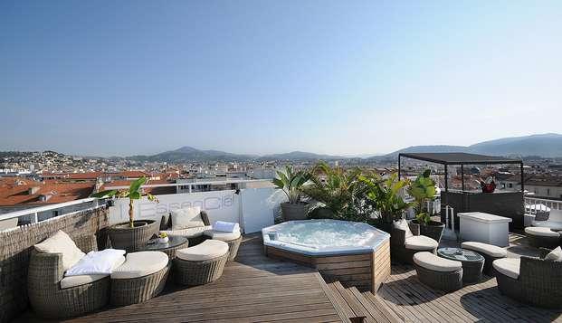 Profitez d'un moment de détente à Nice avec piscine et bain bouillonnant en rooftop face aux Alpes !