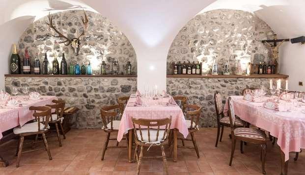 Ad un passo dal Lago di Garda con escursione in mountain bike e cena tipica