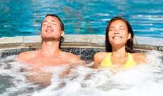 Accès au bain bouillonnant extérieur climatisé