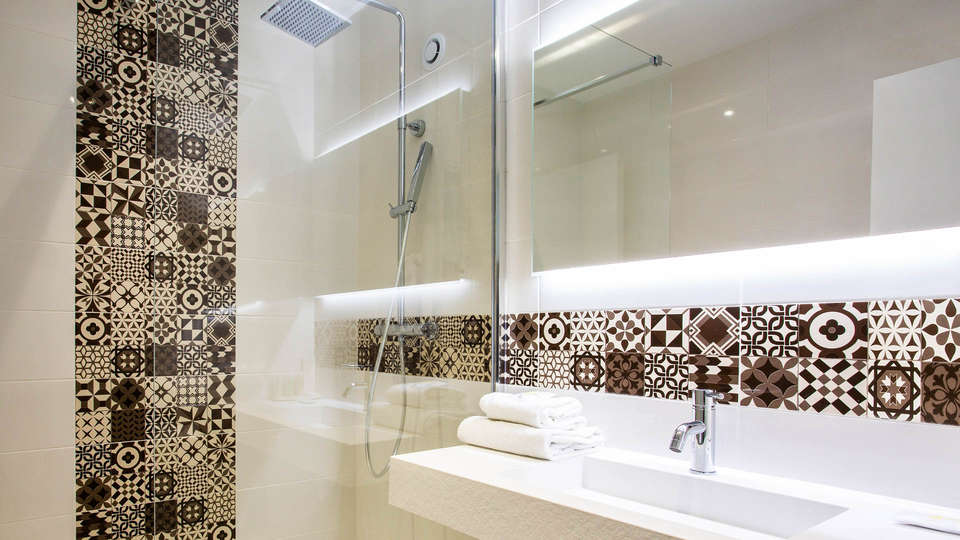 Golden Tulip Troyes - EDIT_NEW_BATHROOM1.jpg